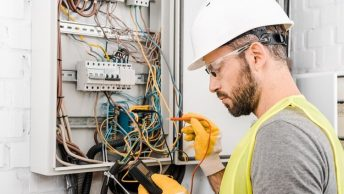 4 things you need to recognize while Hiring Electricians